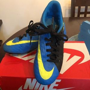Youth Nike soccer cleats sz2